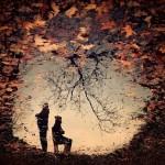 کسانی هستند که از خودمان می رنجانیم؛ مثل ساعت هایی که صبح، دلسوزانه زنگ می زنند؛ و در میانِ خواب و بیداری، بر سرشان می کوبیم؛ بعد می فهمیم که خیلی دیر شده ...!